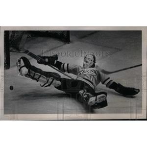 1974 Press Photo Jim Warden American goaltender Olympic - RRX43091