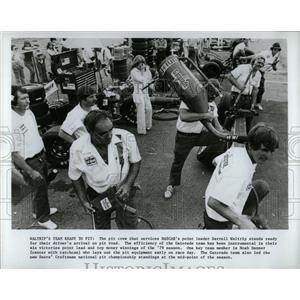 1979 Press Photo Nascar Pit Crew Darrell Waltrip - RRW62723