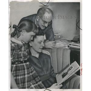 1952 Press Photo Mr. and Mrrs Hayward Keniston family - RRW36165