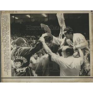 1974 Press Photo Heavyweight champion Bob Foster cowboy bat Jorge Ahumada