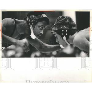 1984 Press Photo Curtis Crims Jeff Meagher Thornwood Invitational Wrestling