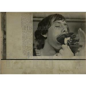 1974 Press Photo Ken Higham most cigars smoked - RRW56115