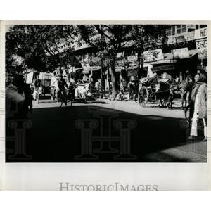 1960 Press Photo Street Scene Pedestrians Delphi India - RRX76495