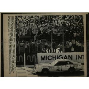 1976 Press Photo Pearson wins NASCAR race Michigan - RRW62699