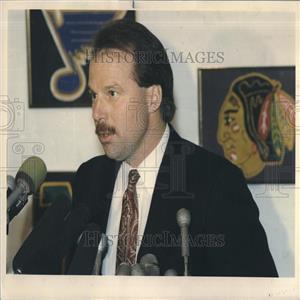 1988 Press Photo Coach Mike Keenan at press conference