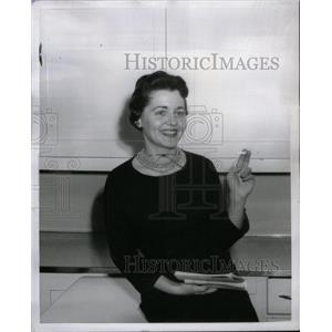 1959 Press Photo Mary Onken actress entertainer pose - RRX35091