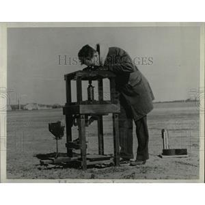 1934 Press Photo Henry Houghton Fog Researcher - RRW88747