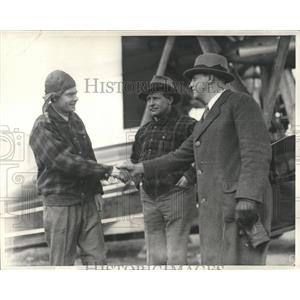 1900 Press Photo Captain Albert Edson Boston Airport - RRX85363