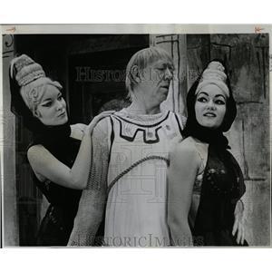 1964 Press Photo Paul Hartmen Pamela Hayford Actress - RRW05813