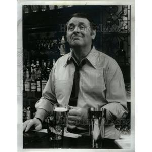 1973 Press Photo Gene Roche Actor The Corner Bar - RRX60207