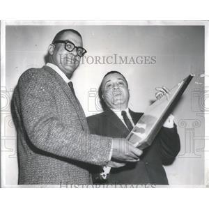 1957 Press Photo Fletcher Martin, Sun-Times reporter, receives Civic award