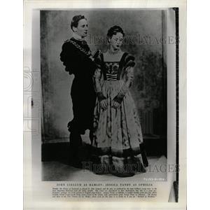 1967 Press Photo Actors John Gielgud & Jessica Tandy - RRW27445