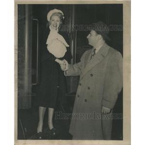 1945 Press Photo Marie McDonald Singer Actress Reporter Times Irving Kup