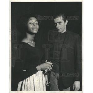 1966 Press Photo Mary Alice Smith Tom Jordan Miss Julie - RRW47649