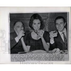 1962 Press Photo Loren With Husband Rome Dinner - RRW08109