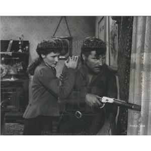 1948 Press Photo Brenda Marshall Robert Preston In Movie Whispering Smith