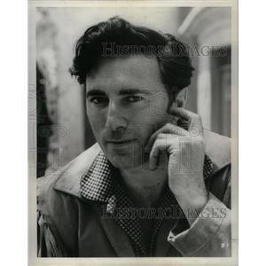 1957 Press Photo Scott Forbes Actor Screenwriter - RRX25515
