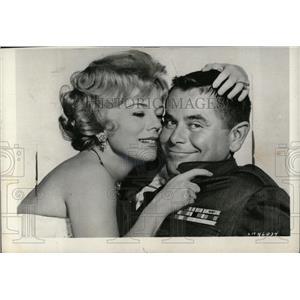 1959 Press Photo Eva Gabor and Glenn Ford - RRW70563