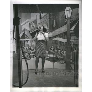 "1944 Press Photo Sydell Robbins ""Parisian Memories"" - RSC44513"