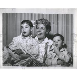 "1957 Press Photo Actress Marie ""The Body"" McDonald with Her two Children"