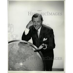 1962 Press Photo Warren Hull Actor Host Who World - RRW26035