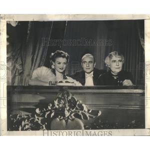 "1939 Press Photo Simone Simon ""Dark Eyes"" with Jean Max and Lucile Lelong."