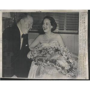 1949 Press Photo Dorothy Lamour Sitting With Friend Dr Dwyer Before Marriage