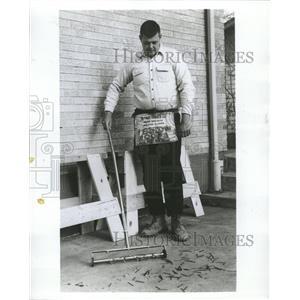1967 Press Photo magnet broom - RRW46941