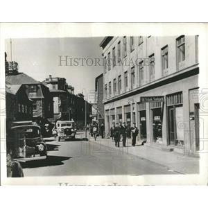 1941 Press Photo Reykjavik street scene Sailors US Navy - RRX81557