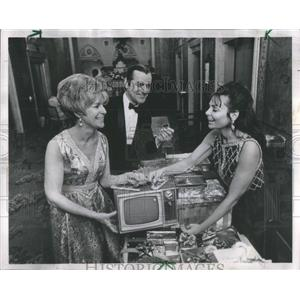 1969 Press Photo Peter Kuelthau Mrs Harold Resking TV