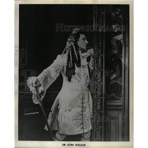 1958 Press Photo Sir John Gielgud - RRW27435