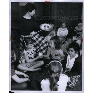 1958 Press Photo Jacqueline Hunter YWCA - RRX59217