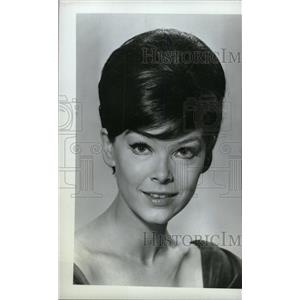 1968 Press Photo Yvonne Craig American film TV artist - RRW80015