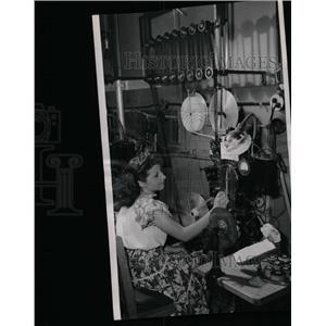 1947 Press Photo Eleanor Diamond Operating Film Printer - RRX65209