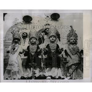 1951 Press Photo Hindu Gods Madras Temple South India - RRX77031