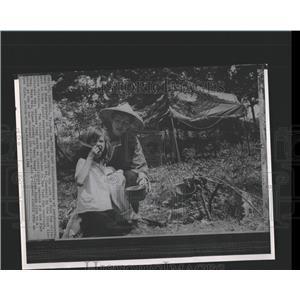 1966 Press Photo Vietnam Villagers - RRX84499