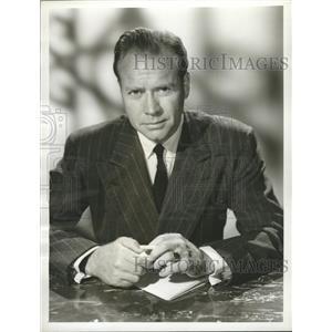 1957 Press Photo Lyle Bettger Court Last Resort Actor - RRW29645