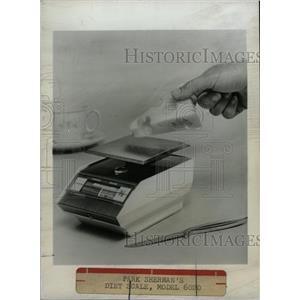 1968 Press Photo Park Sherman diet scale equipment food - RRW82615