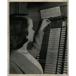 1947 Press Photo Voting Machine - RRW23003