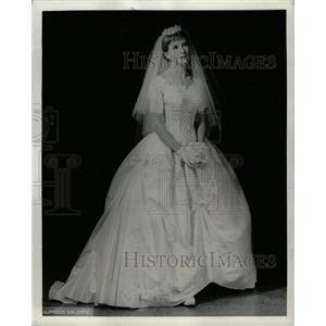 1958 Press Photo Julie Harris Warm Peninsula gown play - RRW20135