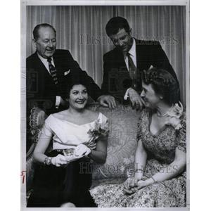 1956 Press Photo Hermon Seep Salome Brenda Jagal Tabor - RRX28005
