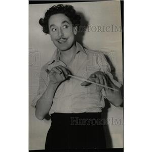 1936 Press Photo Reginald Gardiner Plays Mad Policeman - RRW78905
