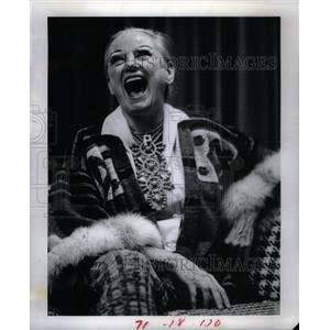 1976 Press Photo Phyllis Diller American Fang Comedian - RRX26679
