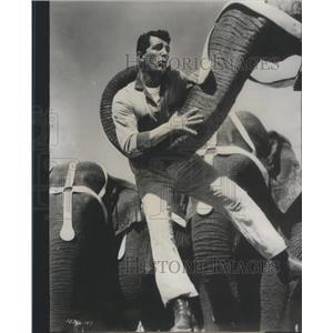 1958 Press Photo Dean Martin film TV star 3 Ring Circus comic movie scene Lewis