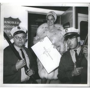 1964 Press Photo Carroll Baker - RSC86927