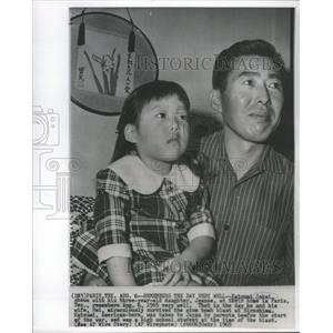 1965 Press Photo Katsumi Sakai, Shown With His Three-Year-Old Daughter, Jeanne