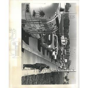 1975 Press Photo Green Bridge Road Traffic - RRX92695