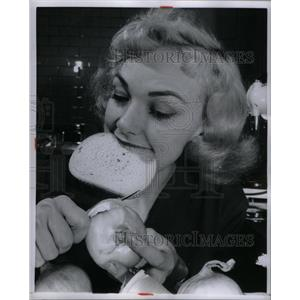 1957 Press Photo Edie Adams - RRX60235