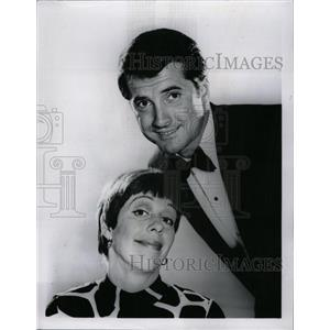 1967 Press Photo Carol Burnett Lyed Waggoner TV Person - RRW72683