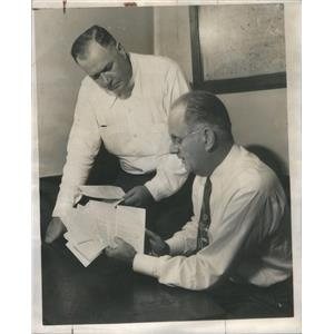 1948 Press Photo Sgt Cornelius Moynahan Capt John O'Malley Arrest Mary Seifert